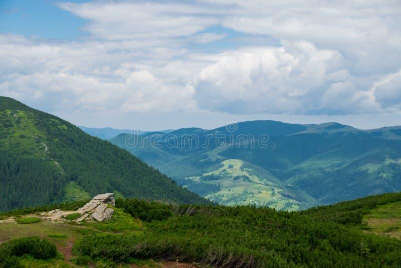 Ландшафт утеса и горы стоковые фото