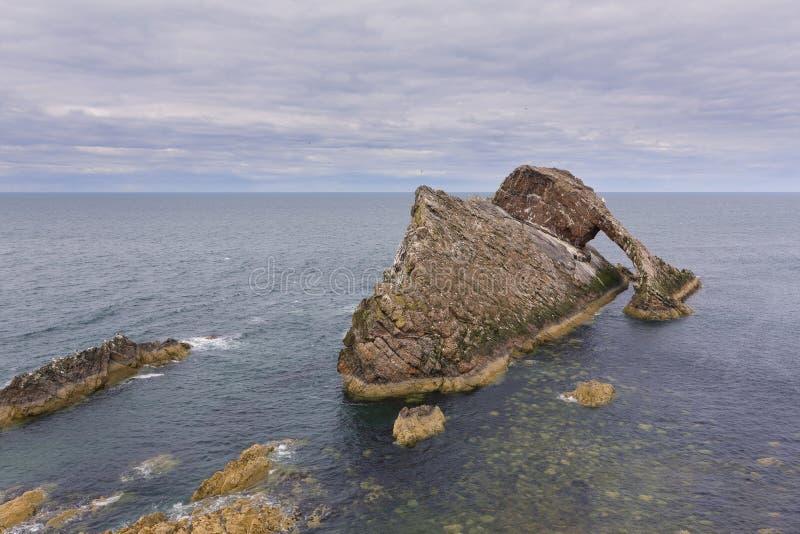 Ландшафт утеса смычка-fidle на побережье Шотландии на пасмурном после полудня стоковые изображения