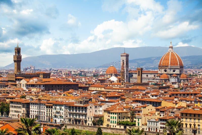 Ландшафт Флоренс в Италии со старой башней старого дворца Palazzo Vecchio, Duomo Флоренс стоковые изображения rf