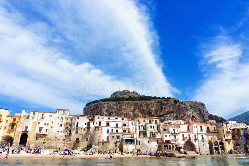 Ландшафт холма Rocca Ла в Cefalu в Сицилии, Италии стоковые фото