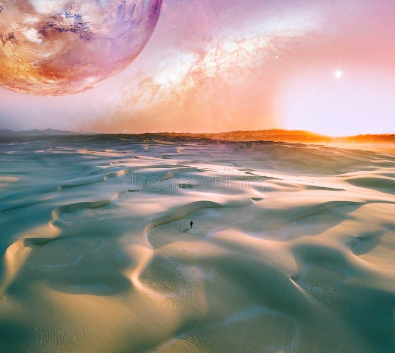 Ландшафт чужеземца восхода солнца над древними песчанными дюнами с сиротливый идти человека r иллюстрация штока