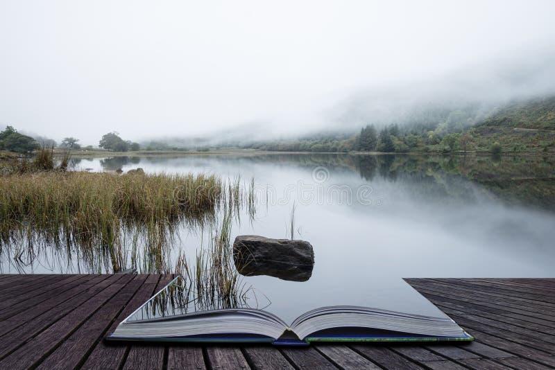 Download Ландшафт Llyn Crafnant во время туманного утра осени в Snowdo Стоковое Фото - изображение: 104626136