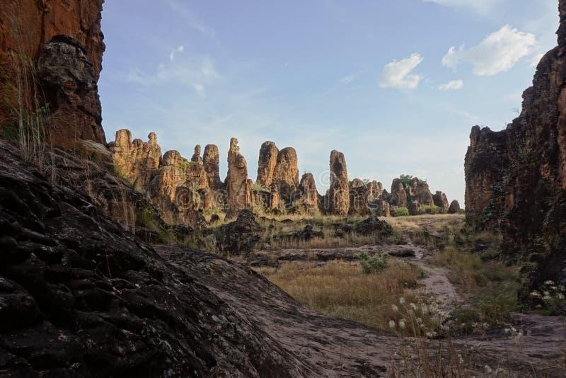 Ландшафт pics sindou в Буркина-Фасо стоковые фотографии rf