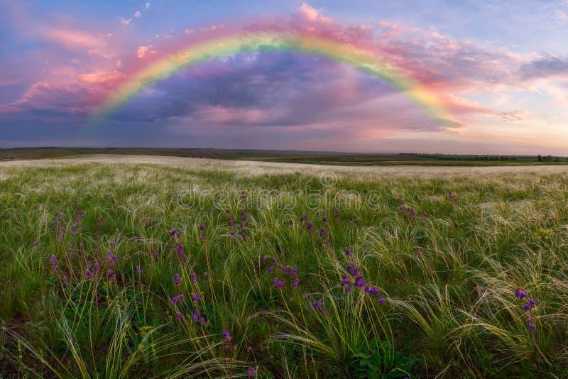 Ландшафт весны с радугой стоковое фото rf