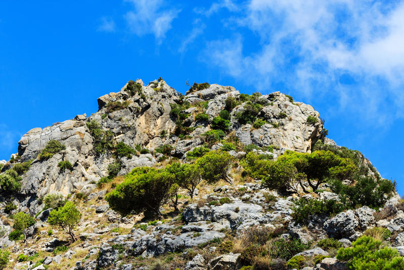 Ландшафт вокруг белой деревни Casares Малаги в андалузских горах, Испании стоковое изображение