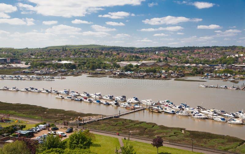 Ландшафт вокруг города Rochester включает реку Кент и яхт-клуб стоковое фото