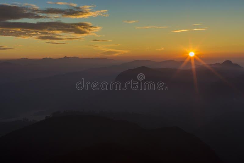 Ландшафт Восход солнца на пике ` s Адама горы Sri Lanka стоковая фотография