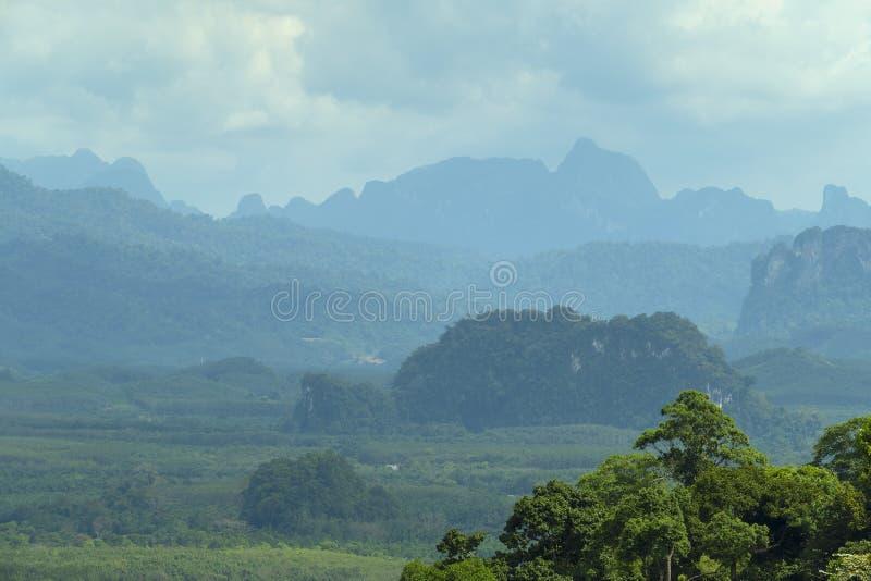 Ландшафт горы в Таиланде стоковые изображения rf