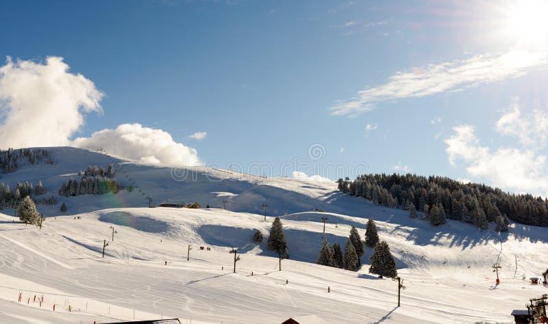 Ландшафт горы зимы в французских Альпах стоковые фото