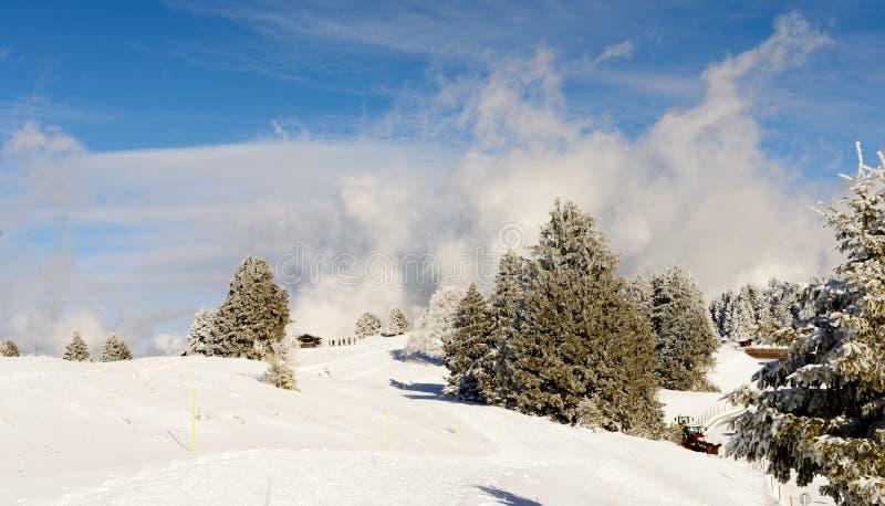 Ландшафт горы зимы в французских Альпах стоковые фотографии rf