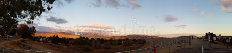 Ландшафт горы на заходе солнца стоковые фотографии rf