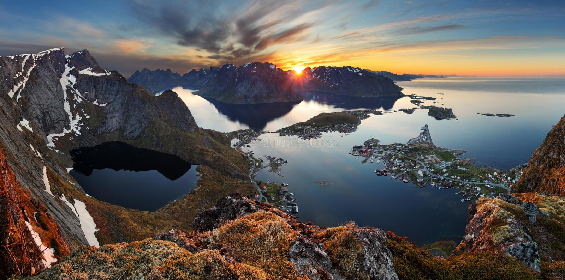 Ландшафт горы панорамы природы на заходе солнца, Норвегии стоковая фотография rf