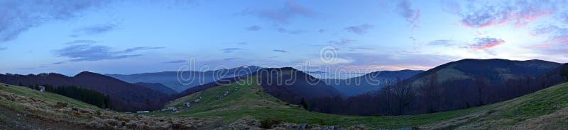 Download Ландшафт горы прикарпатский Стоковое Фото - изображение насчитывающей bush, carpathians: 40579520