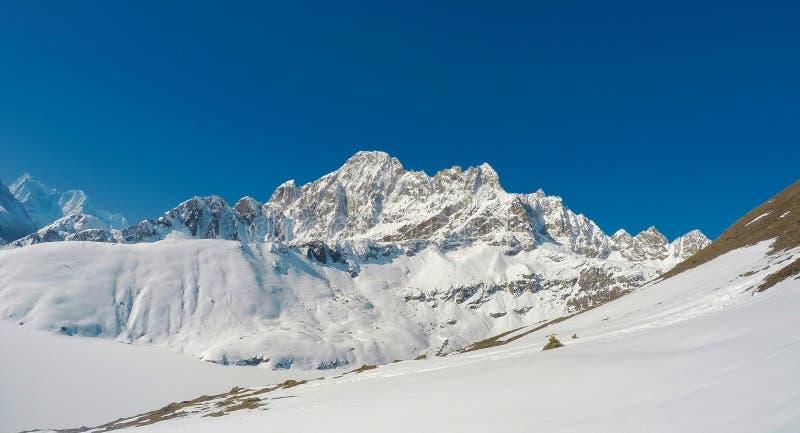 Ландшафт горы с скалистыми пиками льда национального парка Sagarmatha Строгая зима Непала стоковые фото