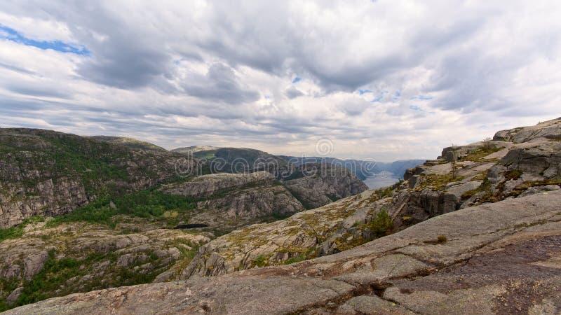 Ландшафт гор Rogaland вокруг Lysefjord, Норвегии стоковые изображения