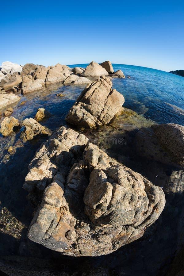 Download Ландшафт лета скалистого морского побережья. Стоковое Изображение - изображение насчитывающей природа, coastline: 33732135