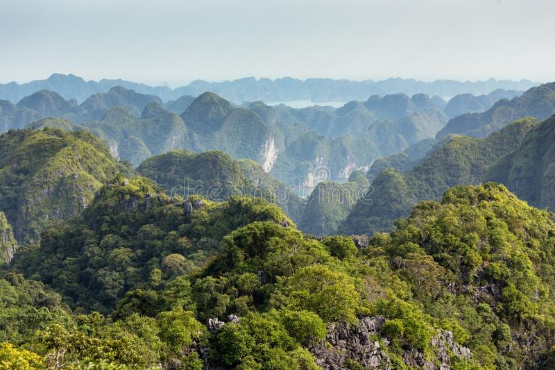 Ландшафт залива Lan Ha морской стоковое изображение rf