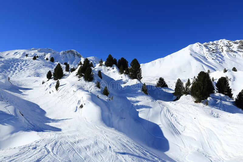 Ландшафт зимы в лыжном курорте Ла Plagne, Франции стоковые фотографии rf