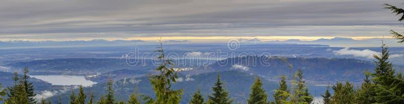 Ландшафт зимы (панорама) большого Ванкувера стоковое изображение