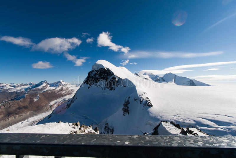 Ландшафт зимы швейцарца Альпов и держателя Breithorn, кантона Вале стоковые фото