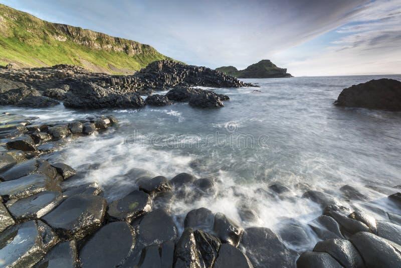 Ландшафт Ирландии мощёной дорожки Giants северный стоковые изображения