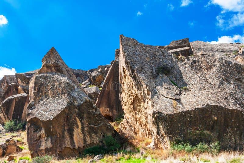Ландшафт искусства утеса Gobustan культурный, Азербайджан стоковые изображения