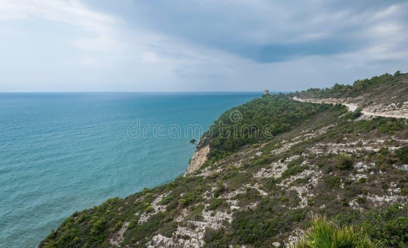 Ландшафт моря и горы стоковые фотографии rf