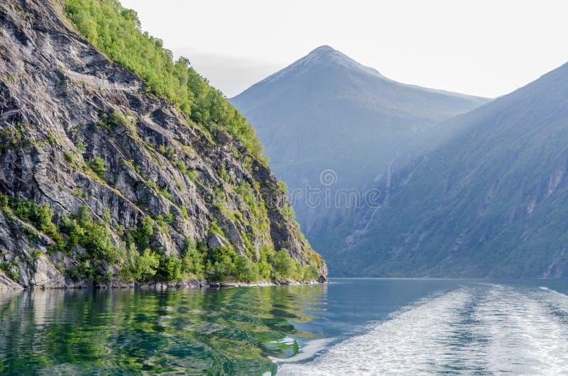 Download Ландшафт Норвегии стоковое изображение. изображение насчитывающей падение - 81808047