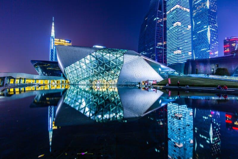 Ландшафт ночи оперного театра Гуанчжоу стоковое изображение rf