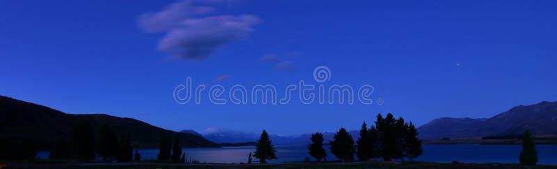 Ландшафт ночи Tekapo Новой Зеландии озера стоковое изображение rf
