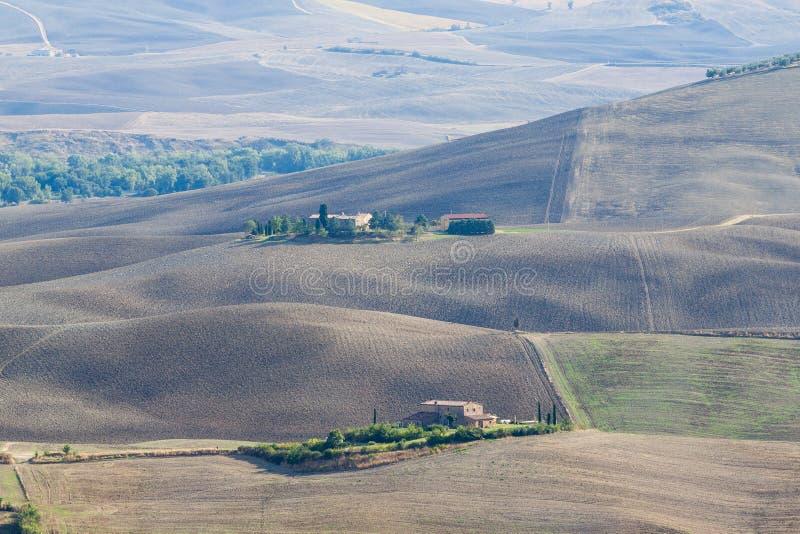 Download Ландшафт осени Тосканы стоковое изображение. изображение насчитывающей утро - 33732953