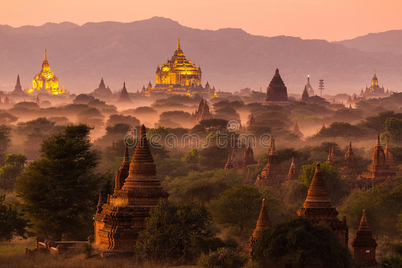 Ландшафт пагоды на сумраке в Bagan стоковые изображения