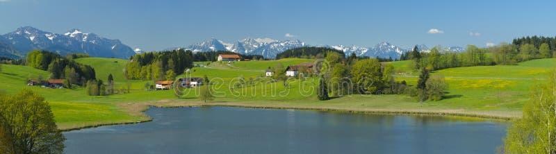 Ландшафт панорамы сельский в Баварии стоковые фото