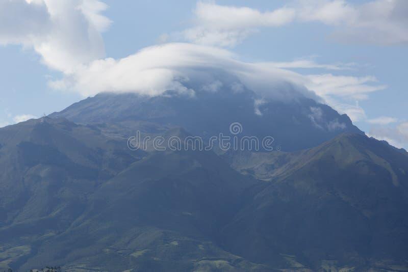 Ландшафт панорамы Otavalo, эквадора стоковые изображения