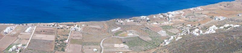 Ландшафт побережья с фермой острова Santorini стоковая фотография