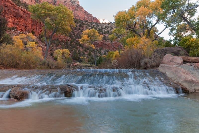 Ландшафт реки девственницы в падении стоковое изображение