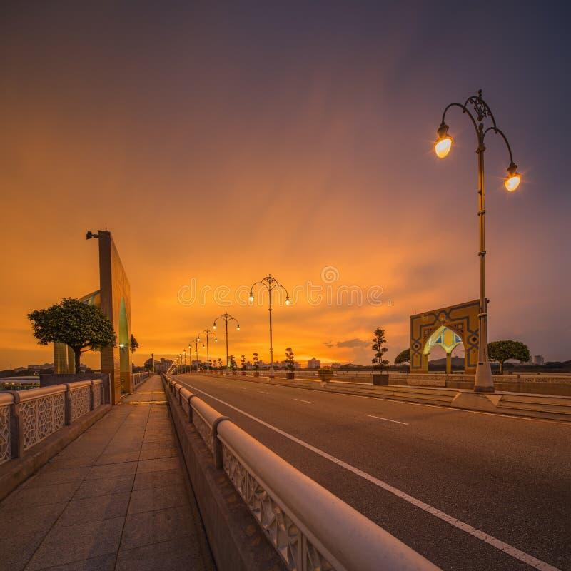Ландшафт современного моста на восходе солнца, Путраджайя стоковые фото