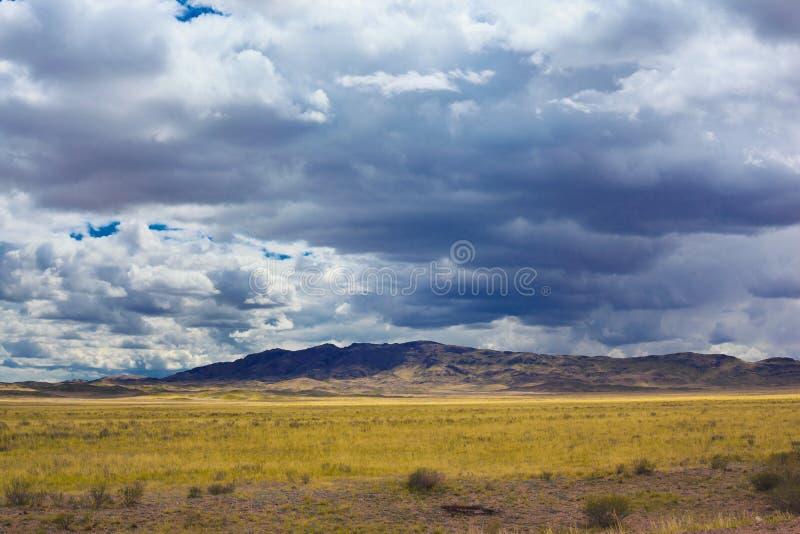 Ландшафт с горами, Казахстан стоковое фото