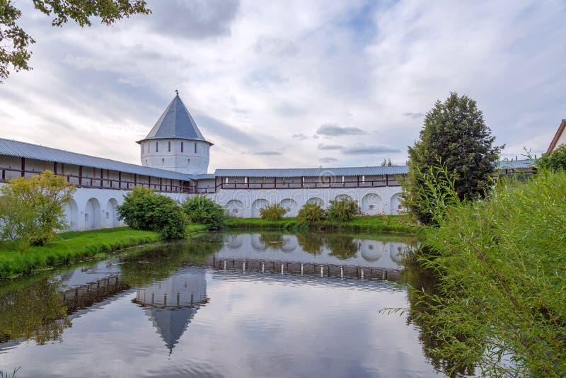 Ландшафт с монастырем Spaso-Prilutsky, Vologda, Россией стоковая фотография rf