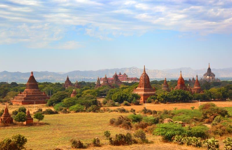 Ландшафт с пагодой и висками в Bagan стоковые фото