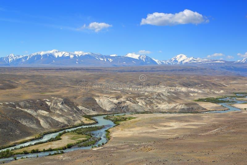 Ландшафт с рекой в горах Altai стоковое изображение rf