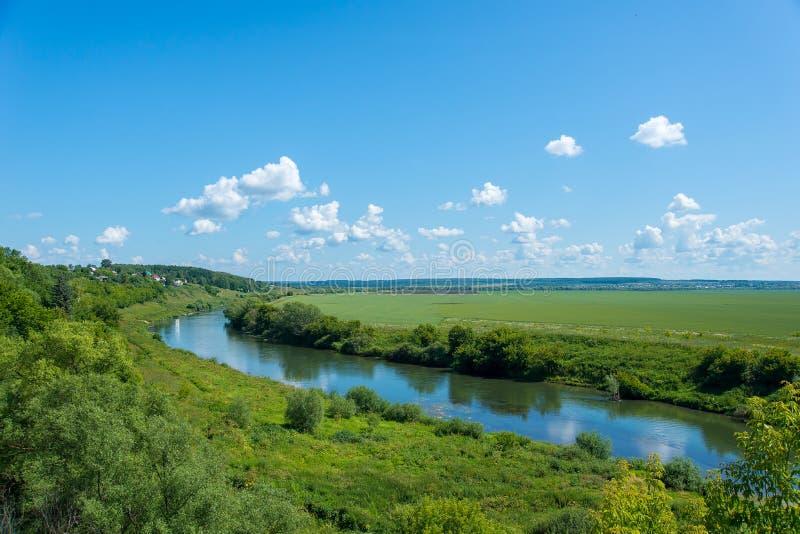Ландшафт с рекой стоковые изображения rf