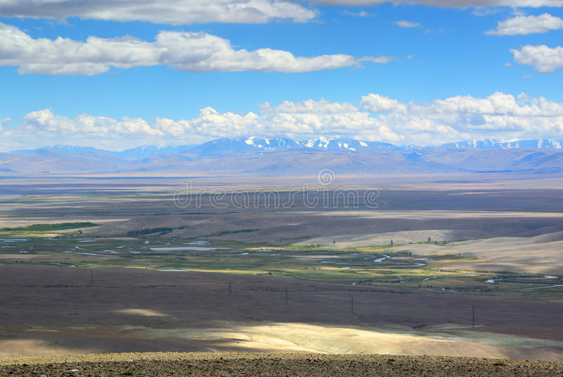 Ландшафт с River Valley в горах Altai стоковая фотография