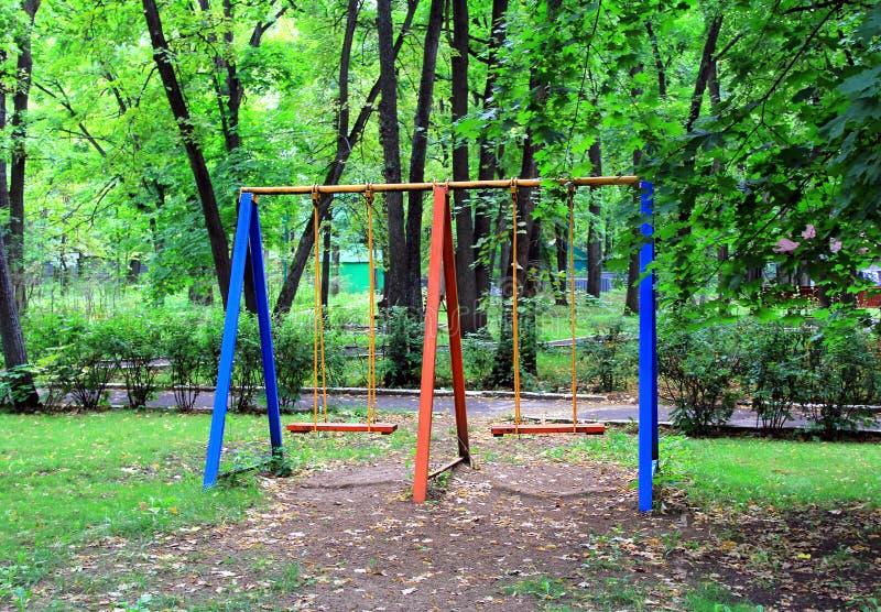 Download Ландшафт с seesaw детей стоковое фото. изображение насчитывающей игра - 33727718