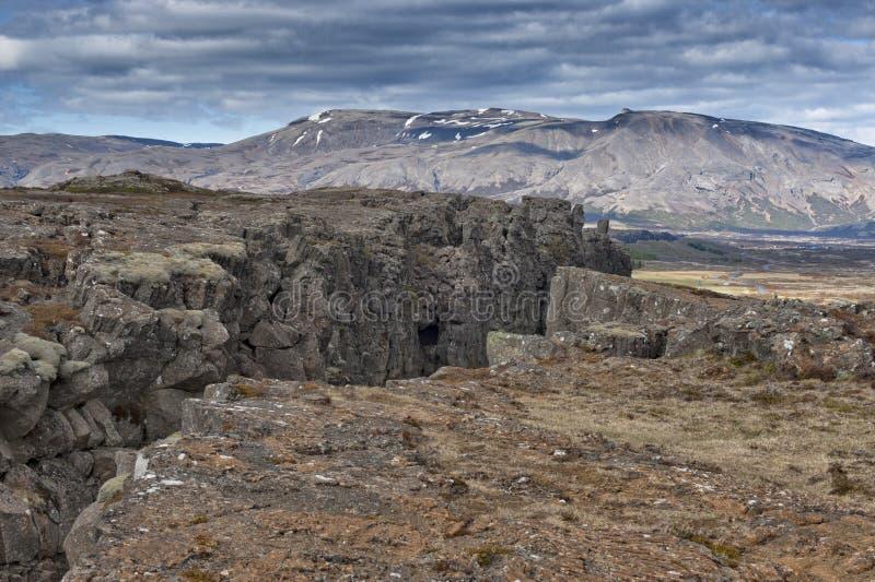 Ландшафт трещиноватости земли Pingvellir Исландии стоковое фото rf