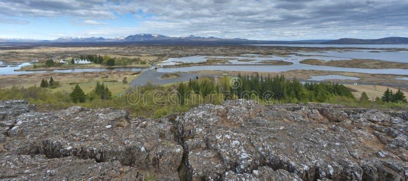 Ландшафт трещиноватости земли Pingvellir Исландии стоковое изображение