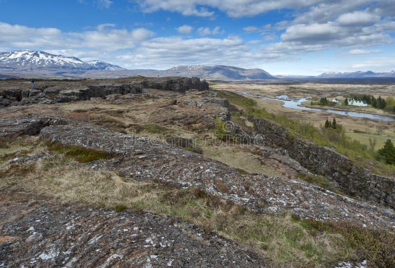 Ландшафт трещиноватости земли Pingvellir Исландии стоковая фотография