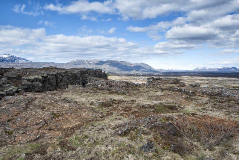 Ландшафт трещиноватости земли Pingvellir Исландии стоковые изображения