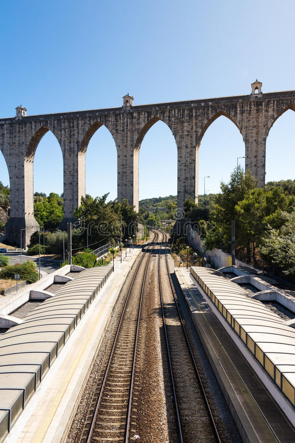 Ландшафт Su архитектуры мост-водовода вокзала Лиссабона Португалии стоковая фотография rf