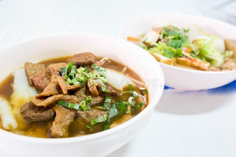 Лапша в manu еды vegan популярном в фестивале 9 богов императора (еда j) стоковые фотографии rf